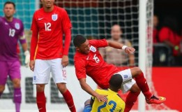 Roy Hodgson Tetap Pertahankan Alex Oxlade-Chamberlain