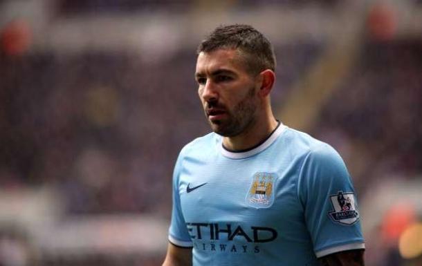 Manchester City Ditinggalkan Kolarov Satu Bulan