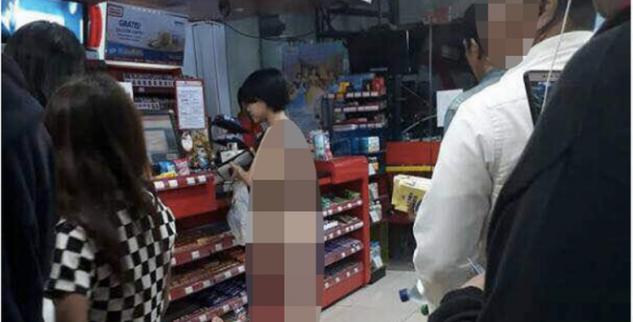 Seorang Wanita Di Apotek Tanpa Baju Viral Di Medsos