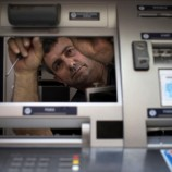 Aksi Pencurian Saldo Rekening Dengan Modus Ganjal ATM