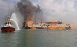 Kebakaran Kapal Nelayan Di Pelabuhan Benoa
