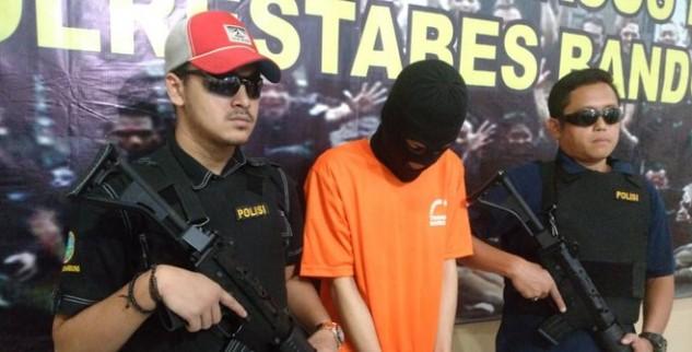 Untuk Penuhi Hasrat Konsumsi Ganja, Seorang Pemuda Di Bandung Menanam Ganja Di Kamar Kosnya