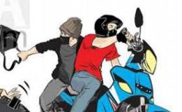 Usai Menjambret Pemuda Di Massa Warga Hingga Bakar Motor