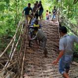 Diterjang Banjir Luapan Sungai Krikil, Jembatan Akses 2 Desa di Bojonegoro Ambruk