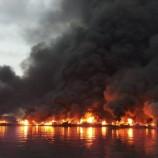 Diduga dari Las Mesin Sedot Air, Belasan Kapal Nelayan Muara Baru Terbakar