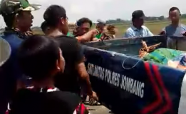 Tertabrak KA di Perlintasan Tanpa Palang Pintu, Biker Asal Jombang Tewas